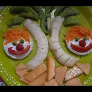 Recipe for kindergarten kids.decorated fruit chat andsandwichsmilley.#friutchat##sandwichsmilley#