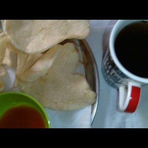 Ang sarap ng sitsaron shrimp na may kasamang hot tea