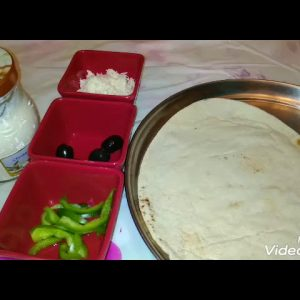 Arabic bread pizza easy to make but yummy 😋