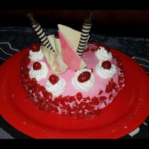 learn how to make market 's type delicious yummy mouth watering   cake at home BY VANDANA