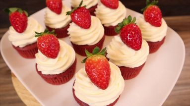 SUPER MOIST RED VELVET CUPCAKES - How to make the best red velvet cupcakes recipe