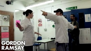 Gordon Ramsay's Assistant Holds Her Own In A Prison Argument   Gordon Behind Bars